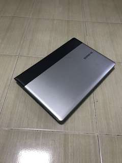 Samsung NP300 i5 dedicated graphic cheap laptop