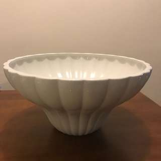 Showroom art piece / Antique flower bowl