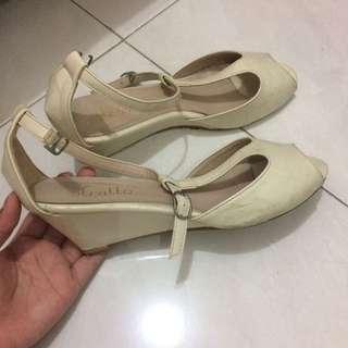 Stratto white heels