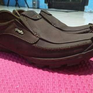 Sepatu kulit cowo keren,merek Gats, coklat tua