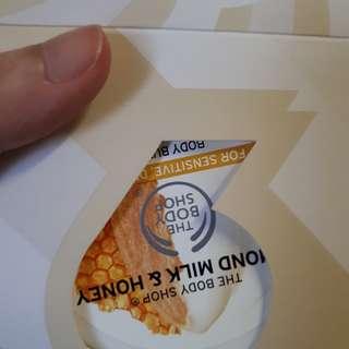 Body Shop Almond milk and honey Travel Kit