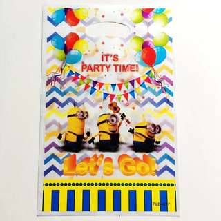 🌈 Minions party supplies - party loot bags / goodie bags / piñata bags