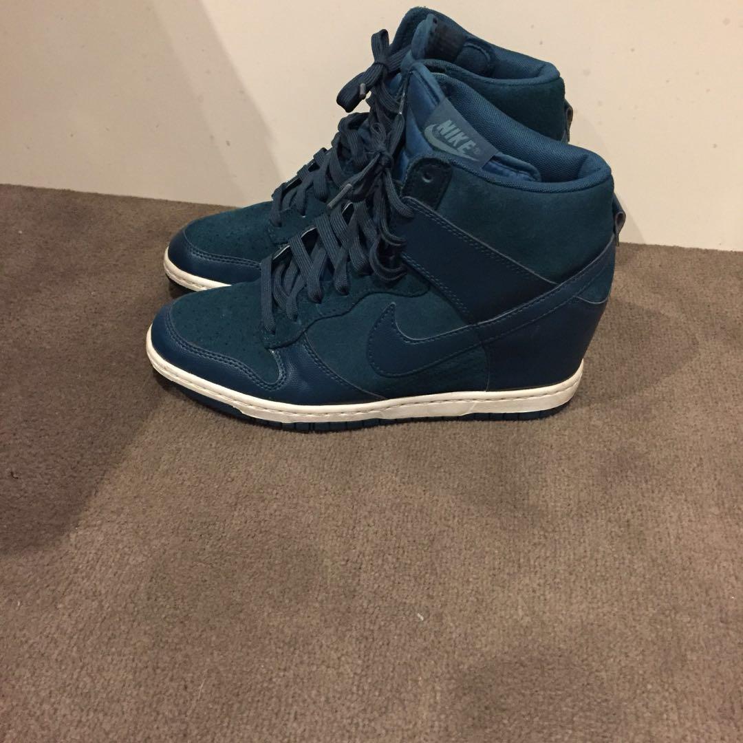 (8.5) Nike Sneakers