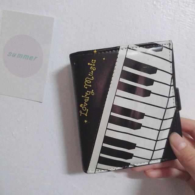 免費索取📣鋼琴圖案短夾