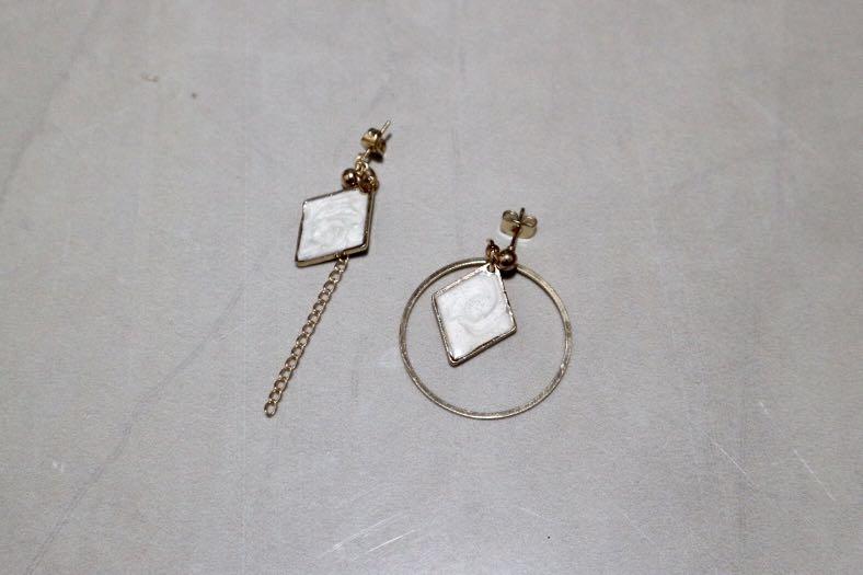 Anting tassel earring putih