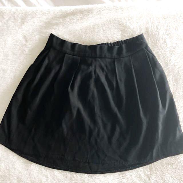 Aritzia (Babaton) mini skirt size 6
