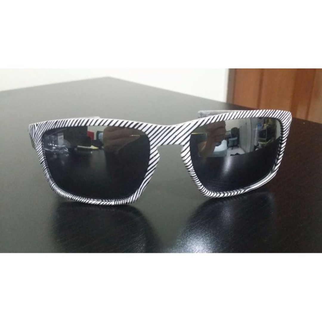 62a213d7688 Authentic Brand New Oakley Sliver Fingerprint Sunglasses OO9262-15 ...