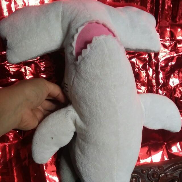 Boneka hiu martil