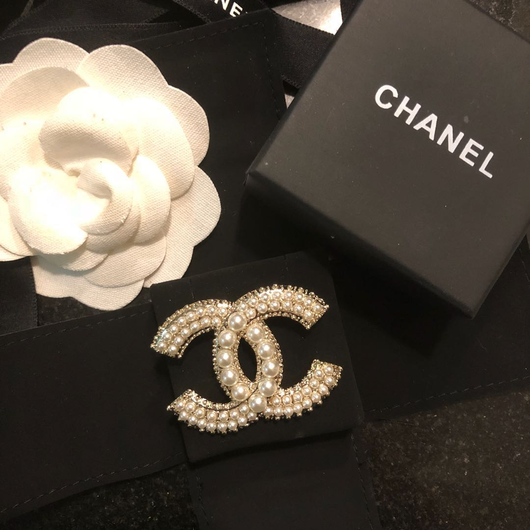 Chanel Brooch CC silver & pearl design