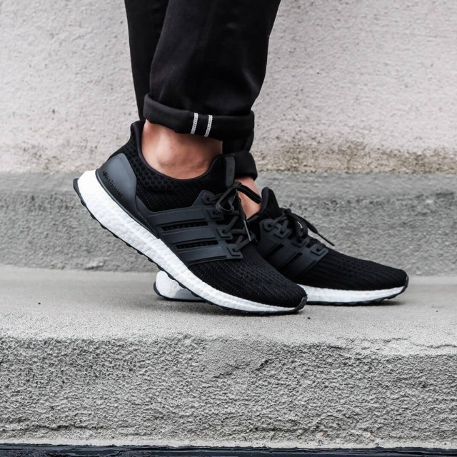 996d5d74054 (FAST!!) Adidas Ultra Boost 4.0 Core Black, Men's Fashion, Footwear on  Carousell