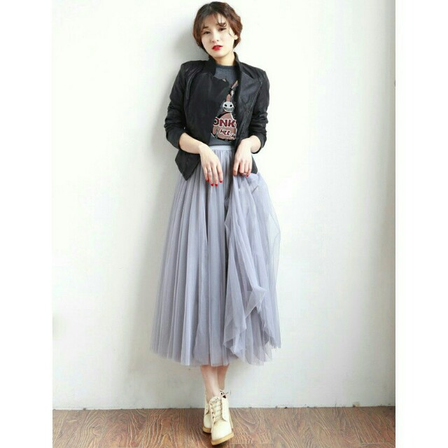 *FREE DELIVERY to WM only / Ready stock* Ladies 4layers maxi tulle skirt each as shown design/color grey, white, blk. Free delivery is applied for this item.