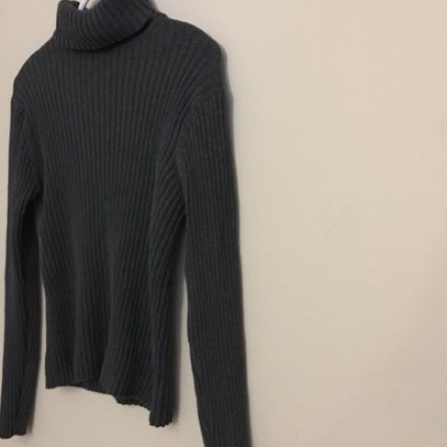 GAP turtle neck sweater