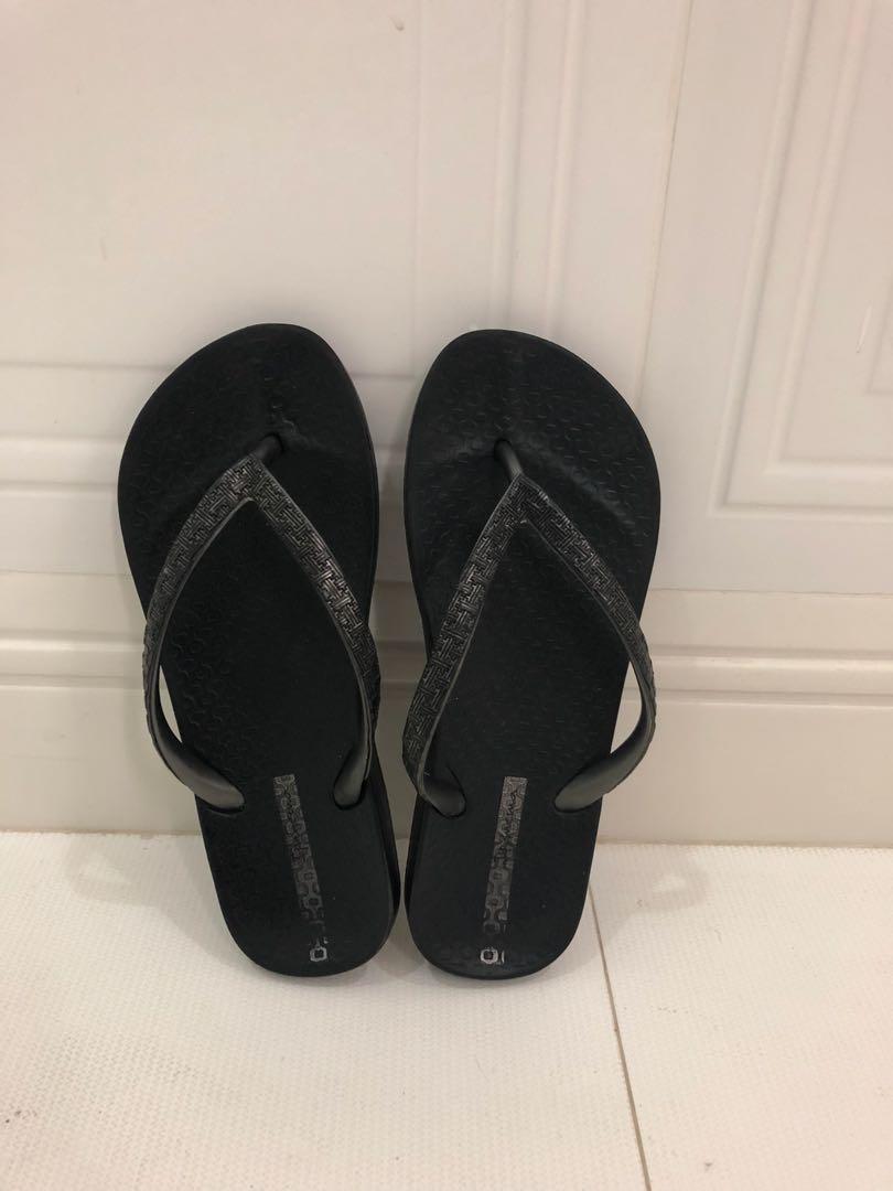 Grendene black slippers