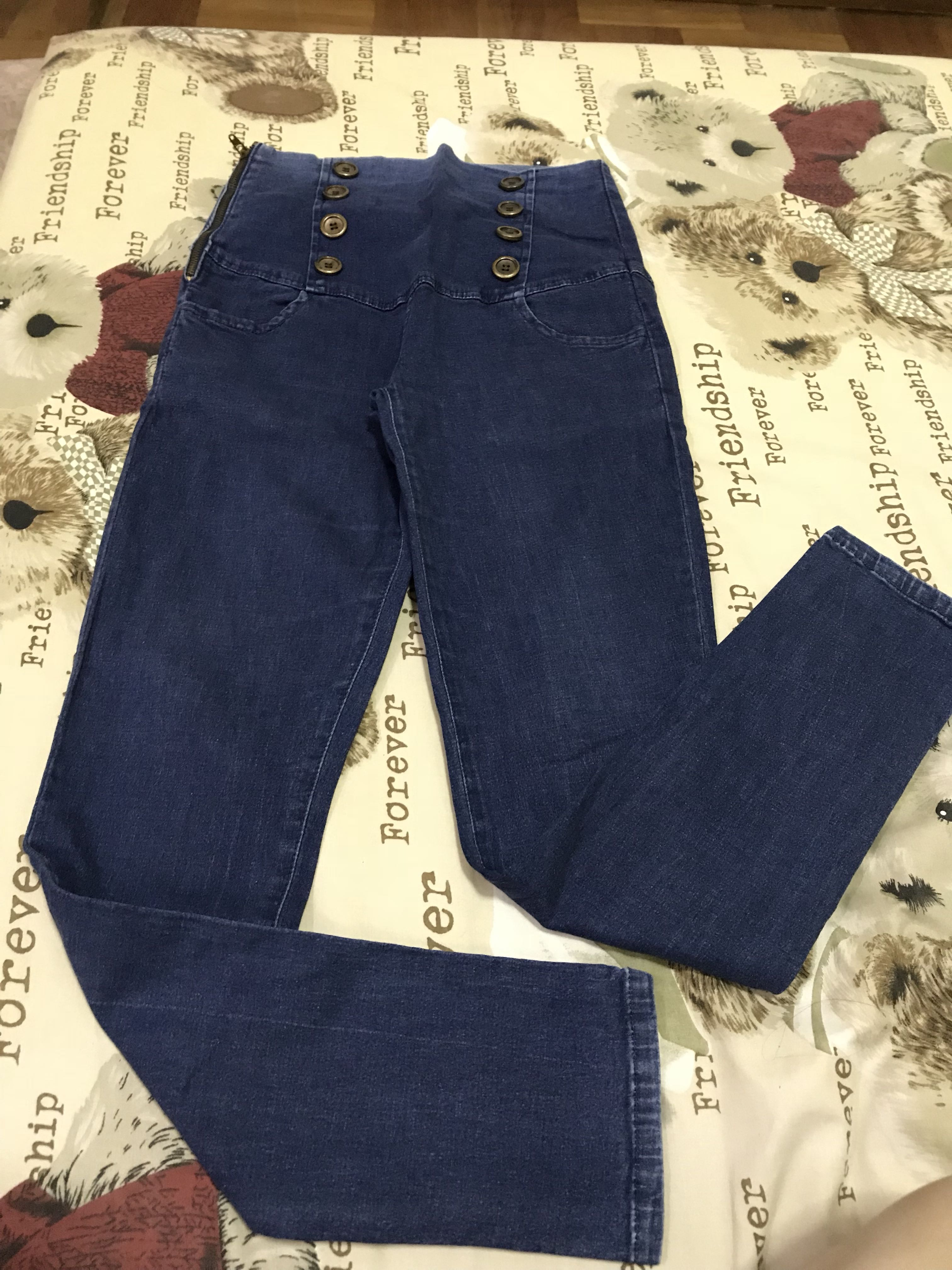 Jeans biru dongker