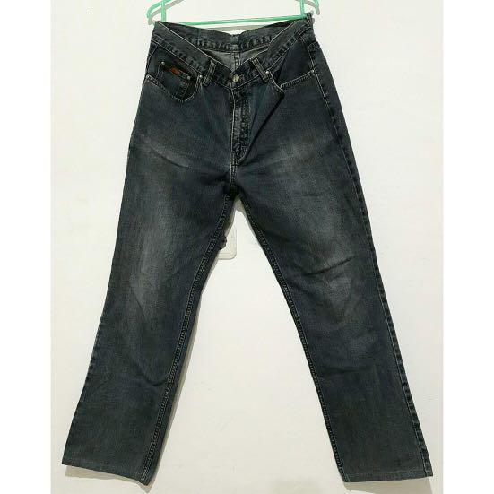 Jeans cowok merk carvil