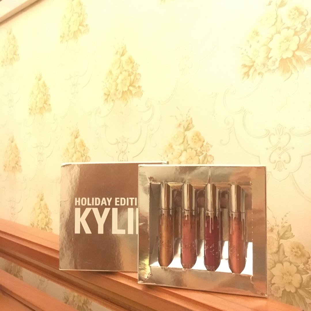Kylie holiday edition (NEWWW)