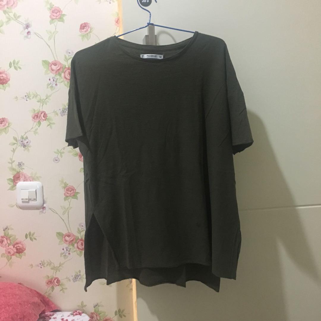 pull n bear army tshirt / small gede