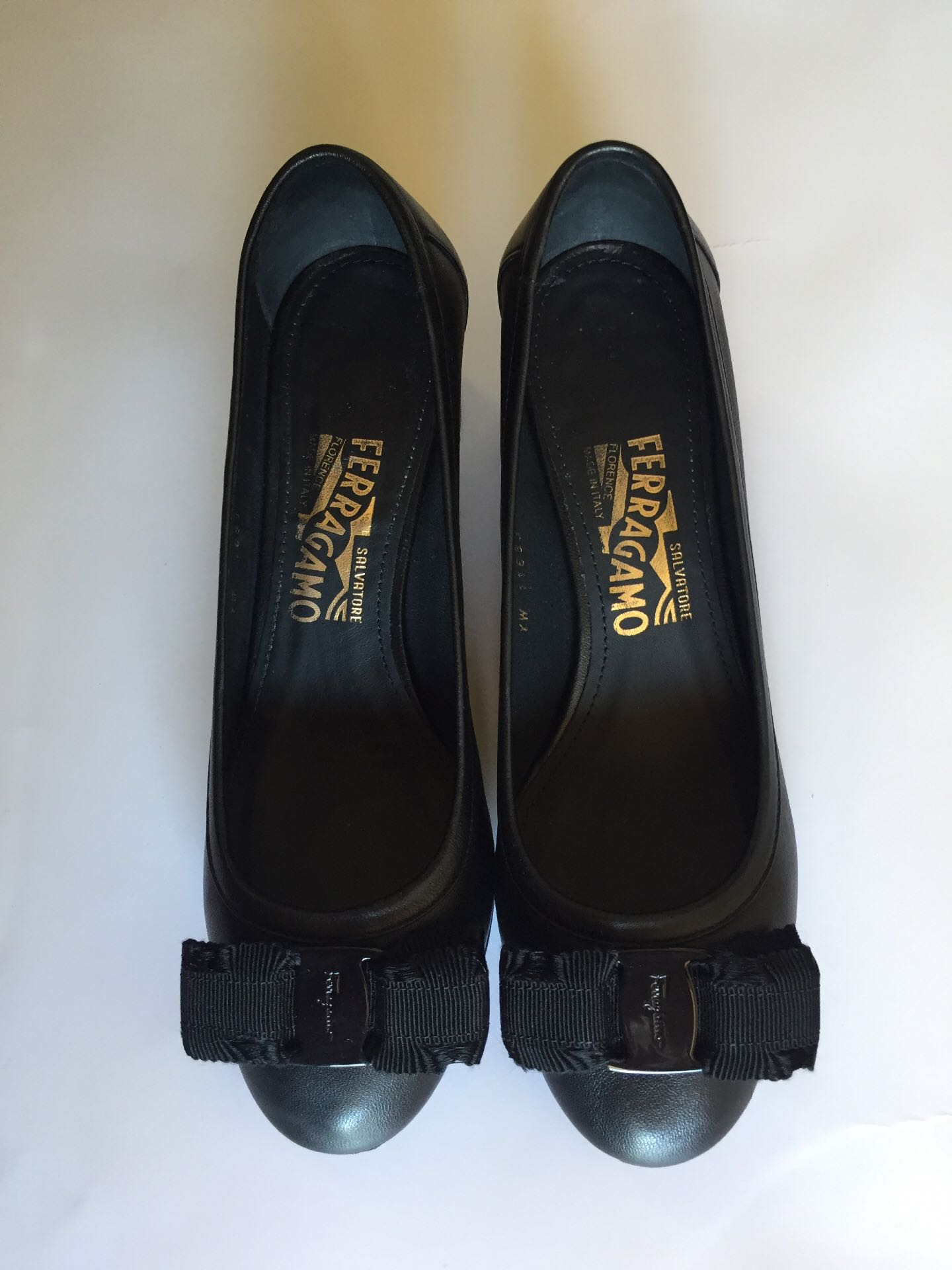 Salvatore Ferragamo Elvin 40 Black Leather Shoes Size 7