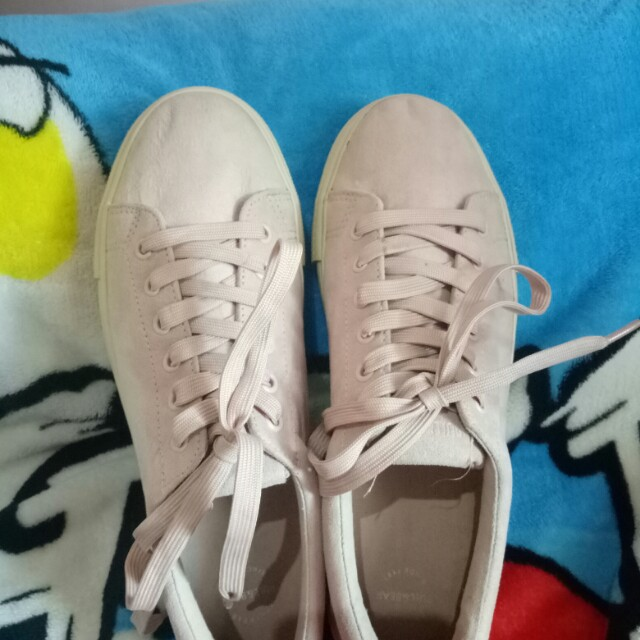 Sepatu Pull Bear Ori Women S Fashion Women S Shoes On Carousell