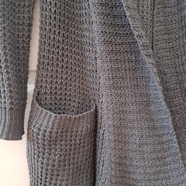 SIZE SMALL GREY KNIT CARDIGAN