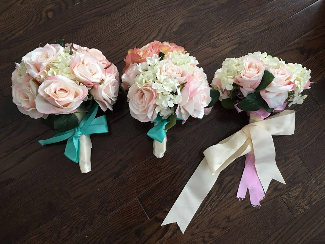 Wedding floral bouquets Lot of 3 great for pre-wedding photos and wedding day