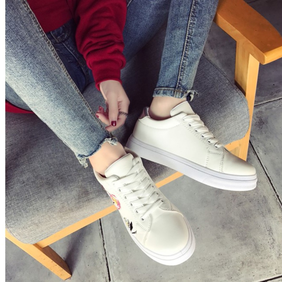 white sneakers flat shoes