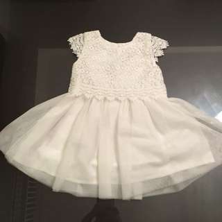 Stunning white lace dress 6-9 months