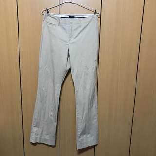 Gap 卡其休閒褲