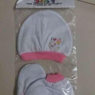 baby's bonnet set