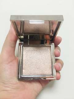 BN JOUER TOPAZ POWDER HIGHLIGHTER