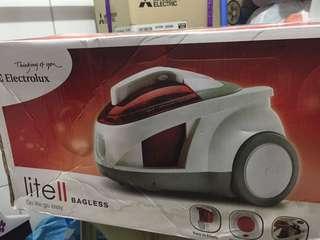 全新連盒- Electrolux 吸塵機