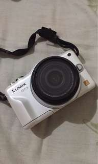 Panasonic Lumix GF3 white mirrorless camera with BOX