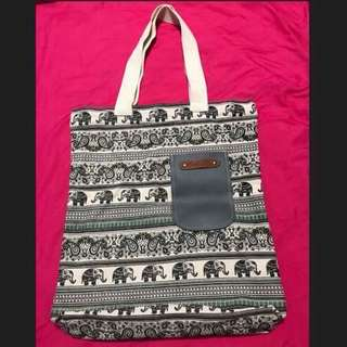 Canvas Totes Bag With Zipper & A Small Pocket
