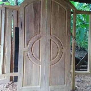 Kusen pintu kupu tarung