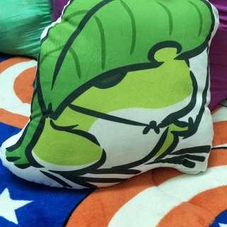 🚚 旅行青蛙 中型抱枕