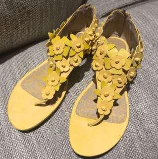 Kenneth Cole Flower Sandal