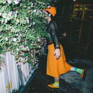 英美 ✼五朵塑膠花黃裙子✼ 純色暖黃 中高腰 A字過膝スカート 小摺襇  70s 80s 復古mods 日本古着