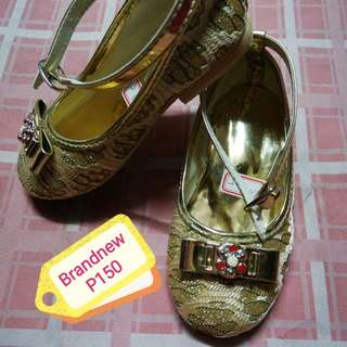 BN gold shoes
