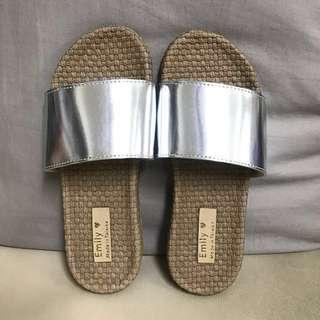 全新 時尚亮眼拖鞋