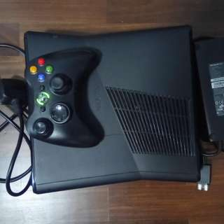 Xbox 360 very new and played a few times