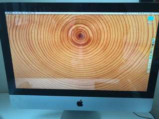 iMac 2011 21.5 inch excellent condition with Microsoft office suite adobe suite
