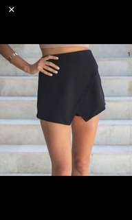 White Fox Black Skort