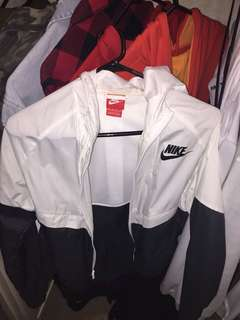 NIKE WINDBREAKER !!! WORN A COUPLE TIMES
