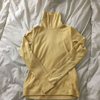 UNIQLO YELLOW TURTLENECK