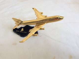 Singapore Airlines Gold Plated 747-400 Megatop Aircraft Model