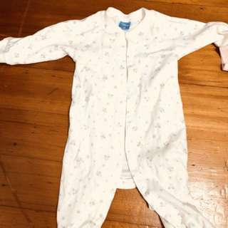 女嬰連身衣一堆