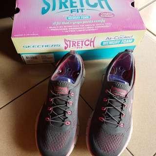 Sepatu Skechers Grey