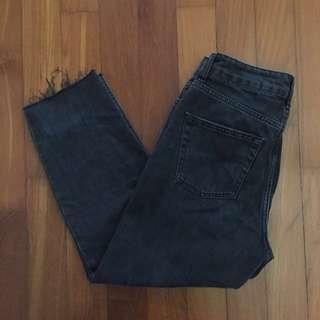 TOPSHOP mom jeans frayed hem (W26 / L28)