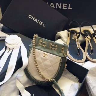 Chanel  流蘇小豬袋  17cm    lv  hermes