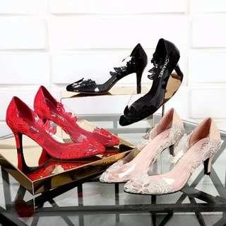 小香新款水晶单鞋,跟高6.5厘米,面料:进口亮片+蕾丝,纯手工制作,垫脚:猪皮。3个颜色可选:,,34-40码,33码可订做